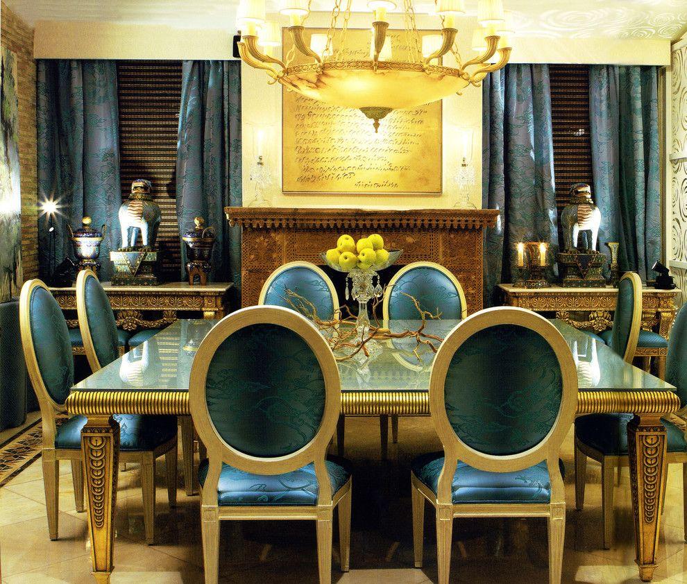 Красивые шторы и мебель в тон в столовой в египетском стиле