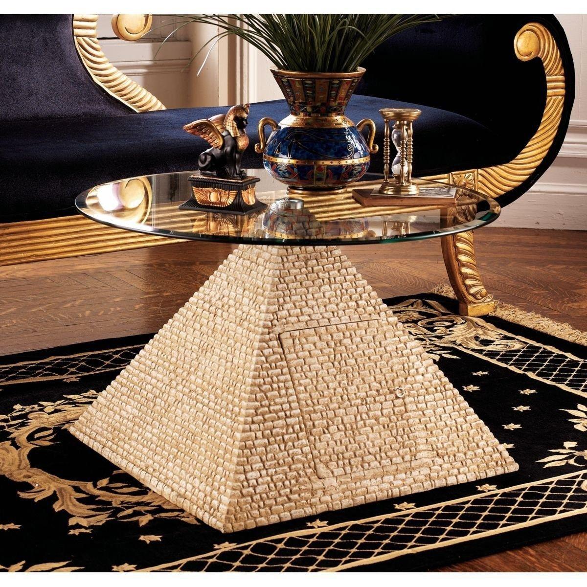 Круглый стол на пирамиде в египетском стиле