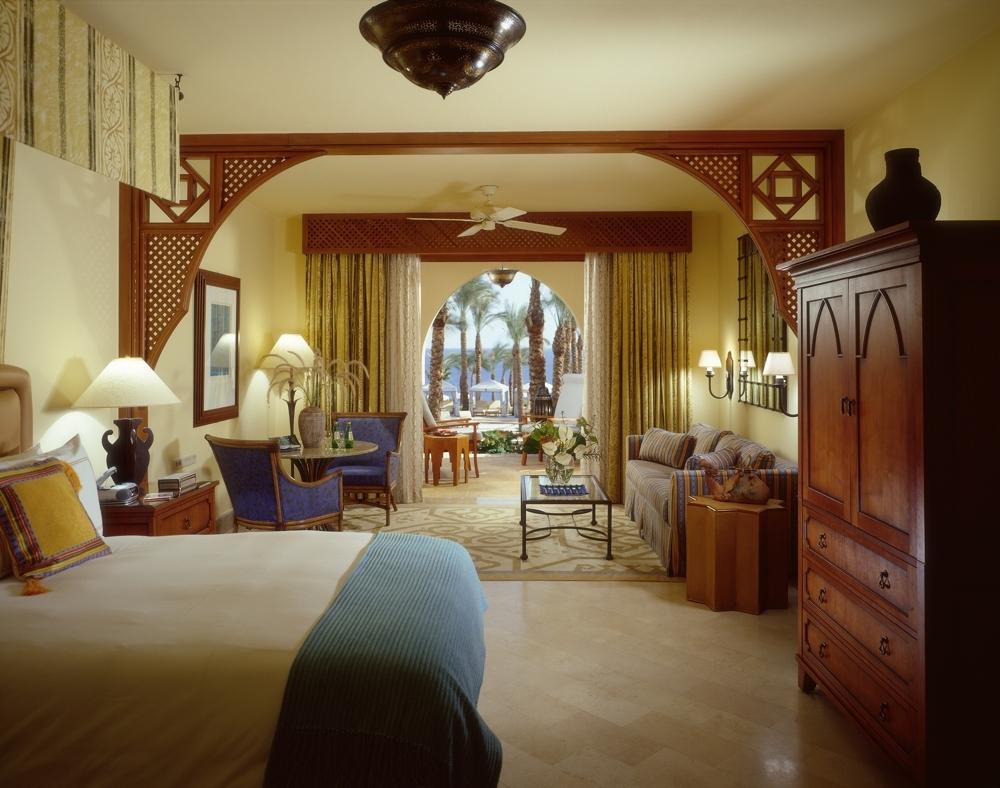 Арочный выход из спальни в египетском стиле