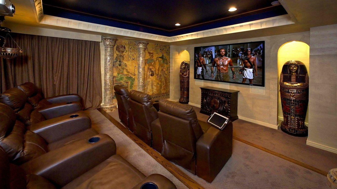 Домашний кинотеатр в египетском стиле