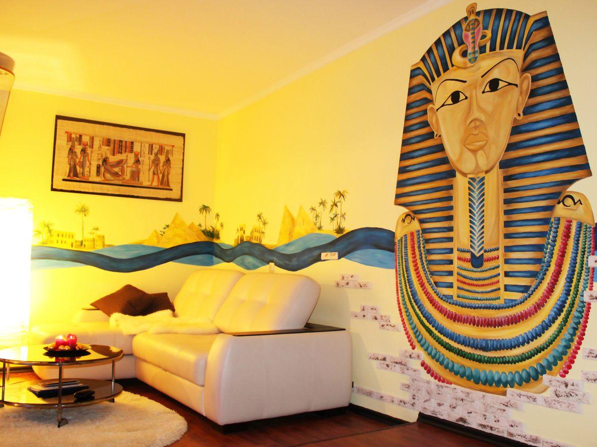 Гостиная с египетским рисунком