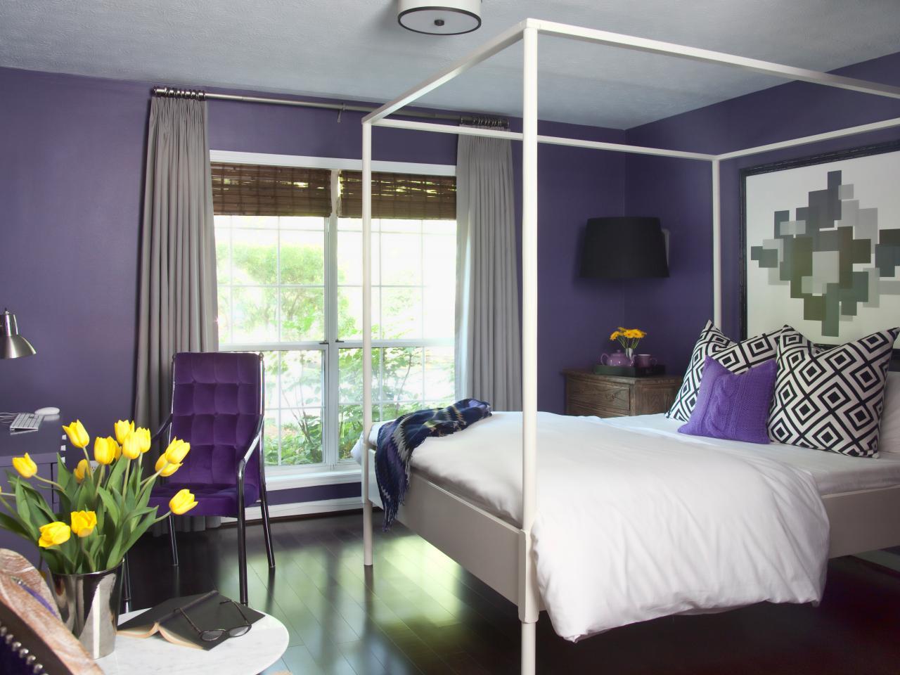 Сочетание фиолетовых цветов в спальне