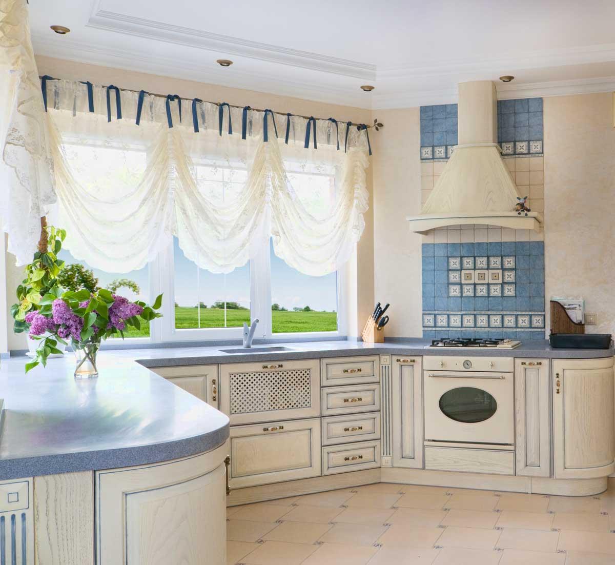Французские шторы на кухне в стиле прованс