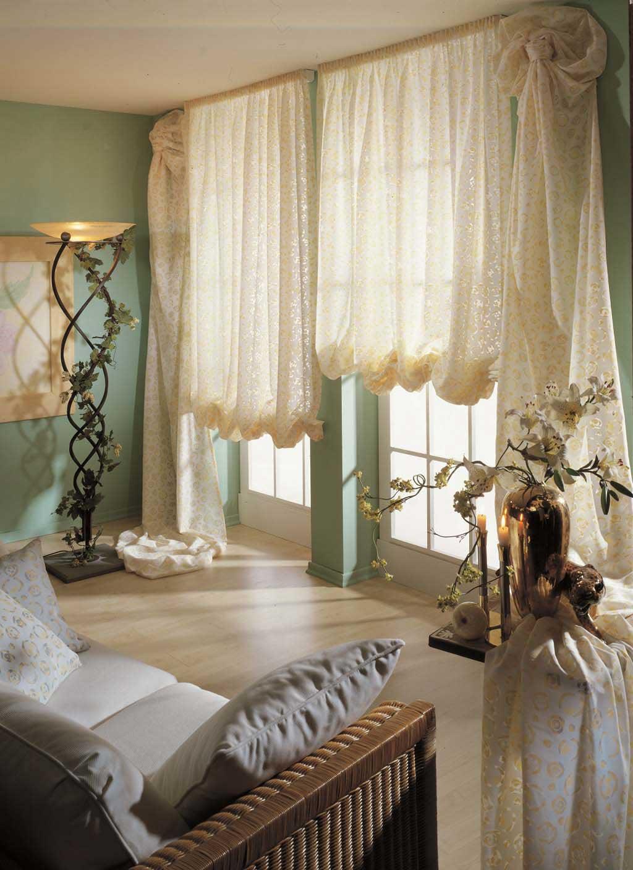 Цветочные французские шторы в гостиной
