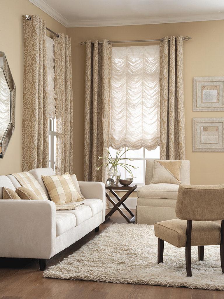 Кремовые французские шторы в гостиной