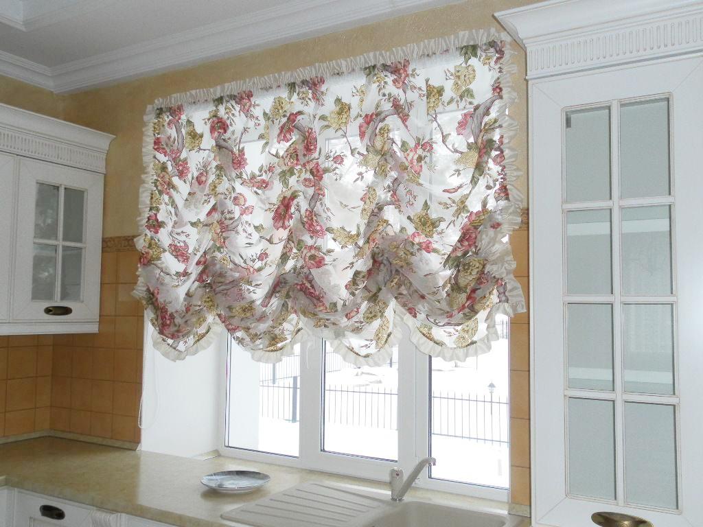 Французские шторы из тюля с цветочным принтом