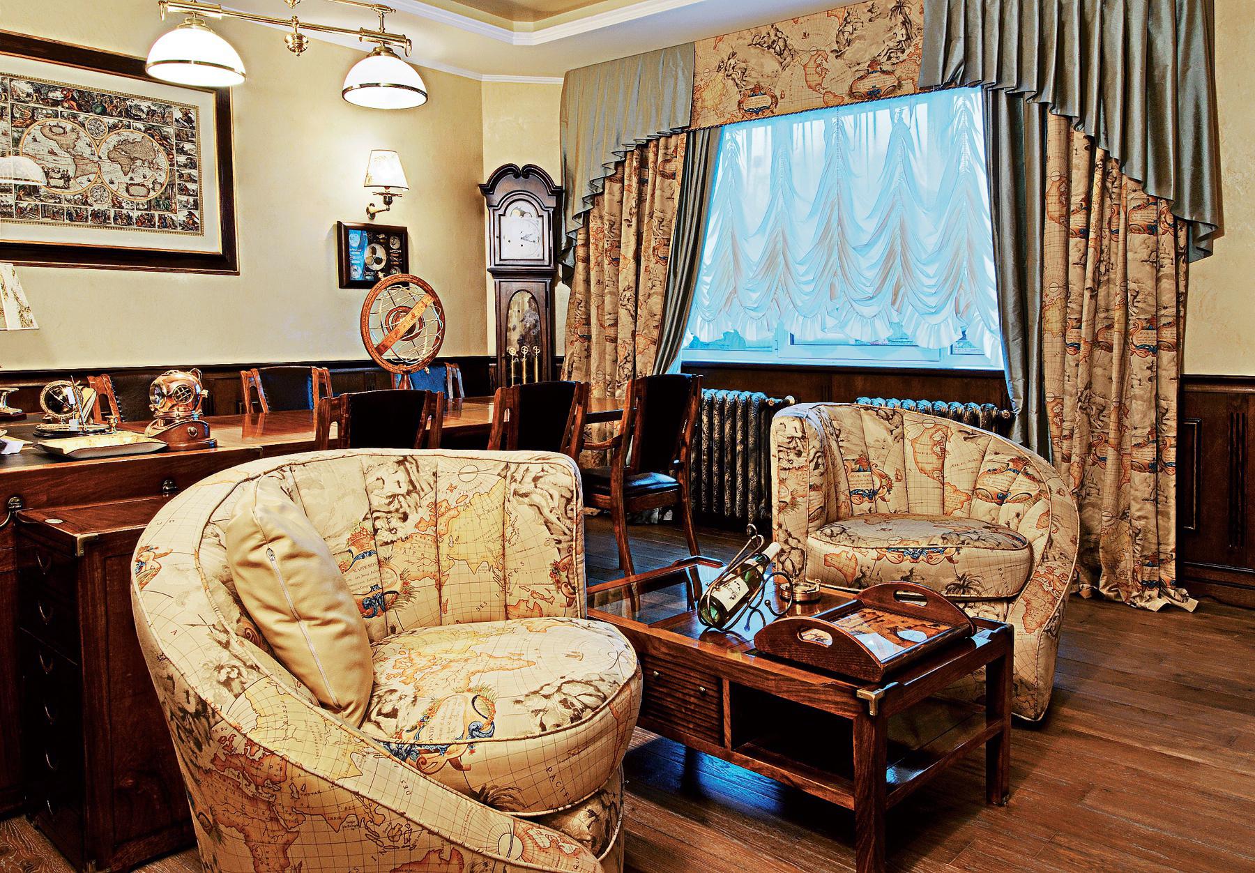 Французские шторы с ламбрекеном в кабинете