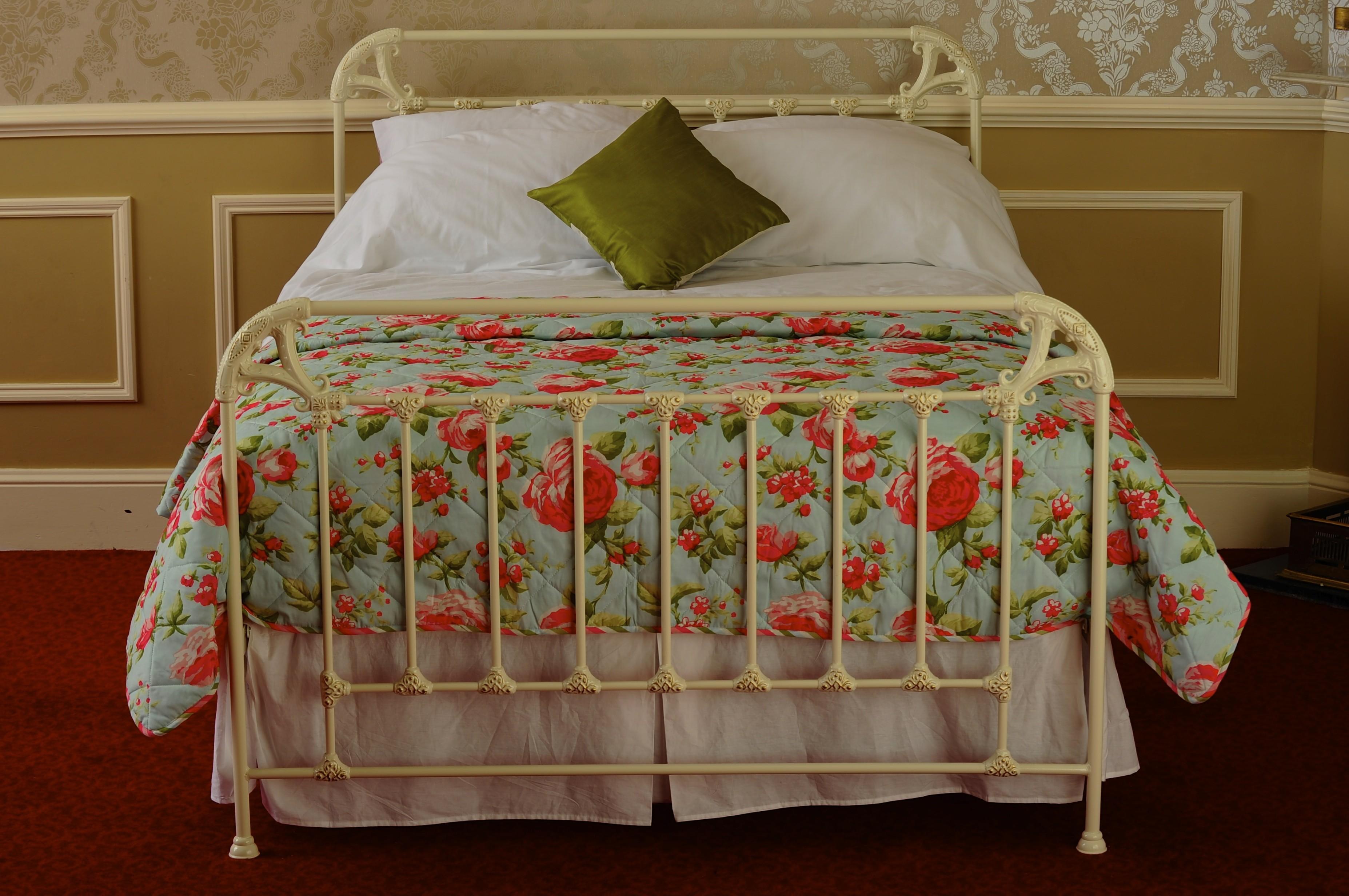 Французская кованая кровать