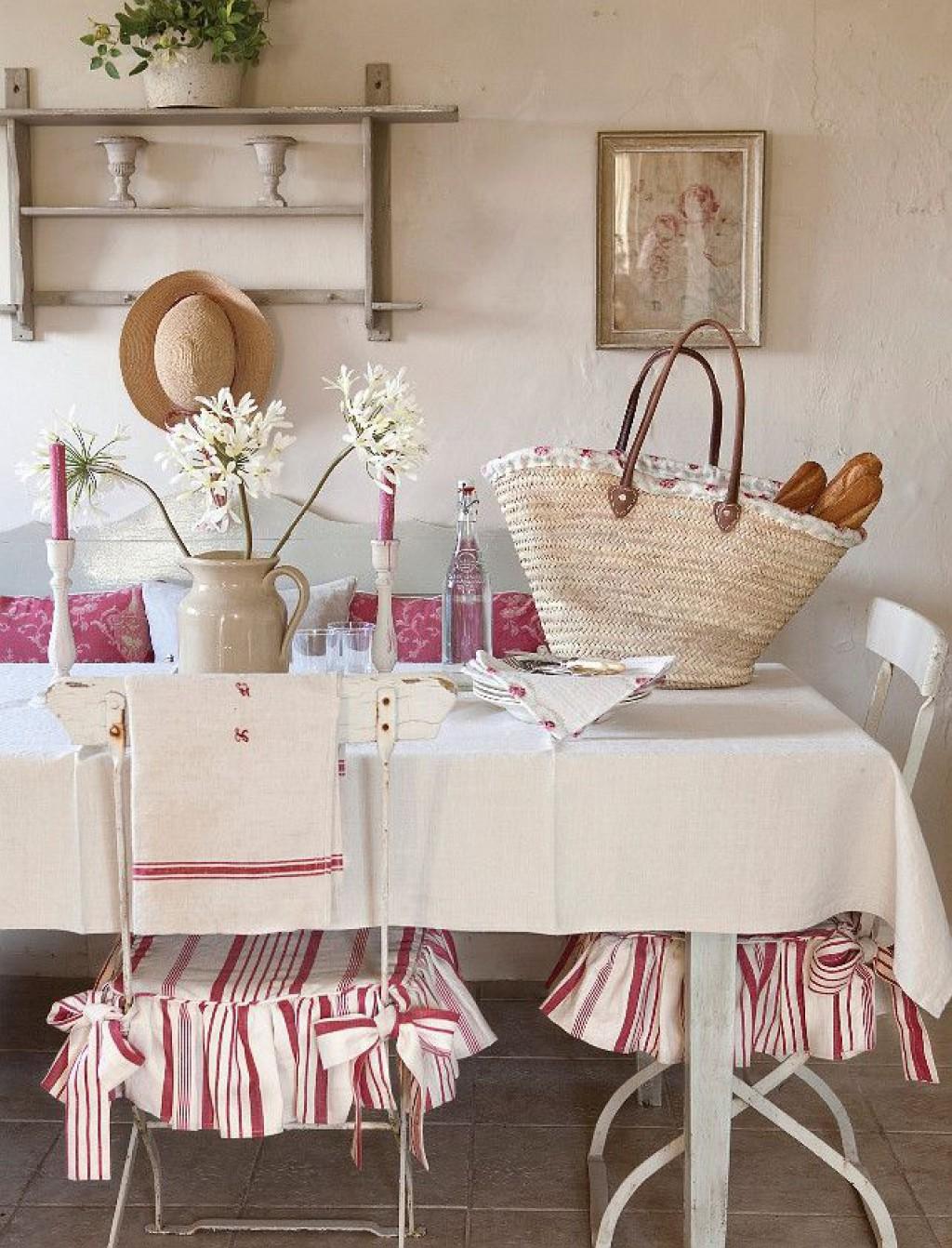 Бело-розовая столовая во французском стиле