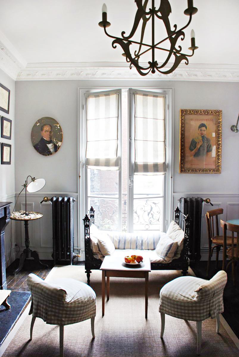 Небольшая уютная гостиная во французском стиле
