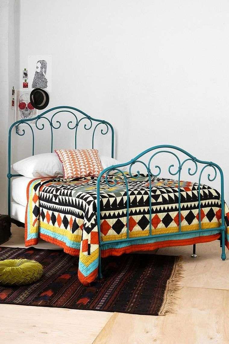 Голубая кованая кровать