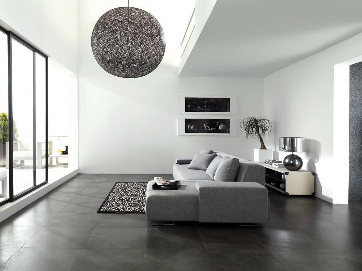 Большой серый диван в гостиной в стиле минимализм