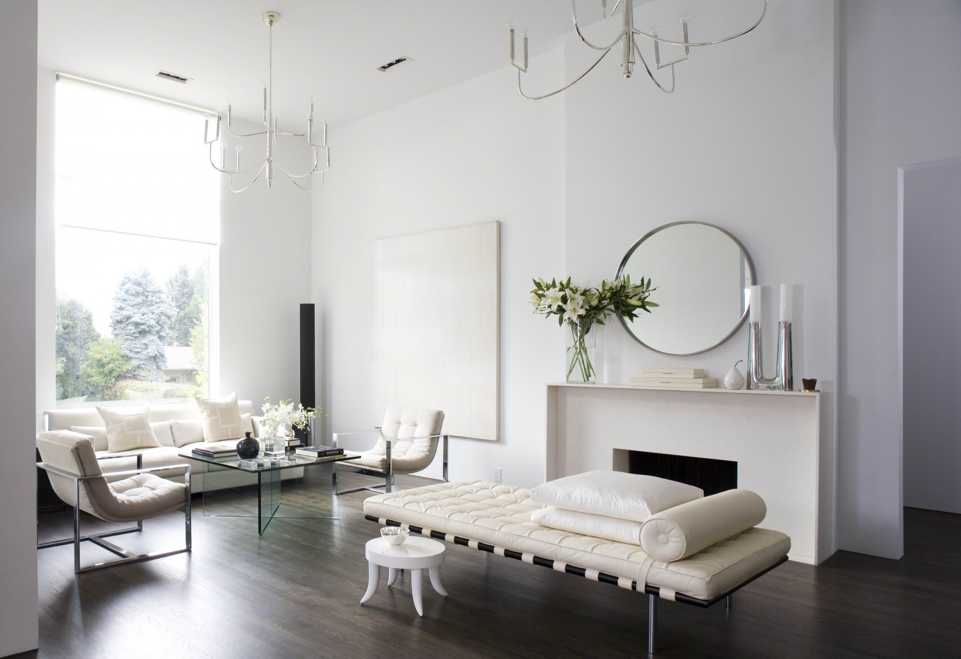 Уютный минималистичный белый интерьер