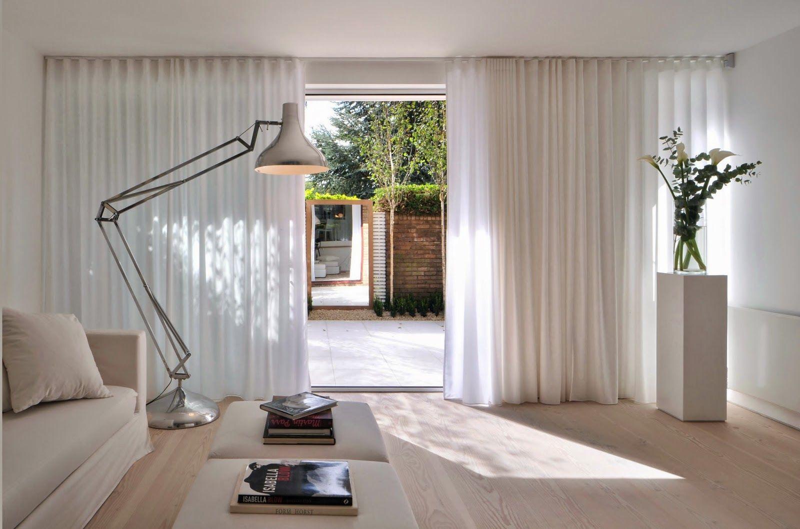 Бежево-белая гостиная в стиле минимализм с большими окнами