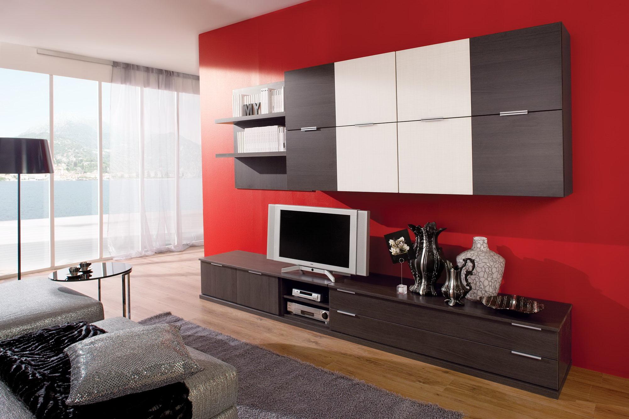 Красная стена в гостиной в стиле модерн