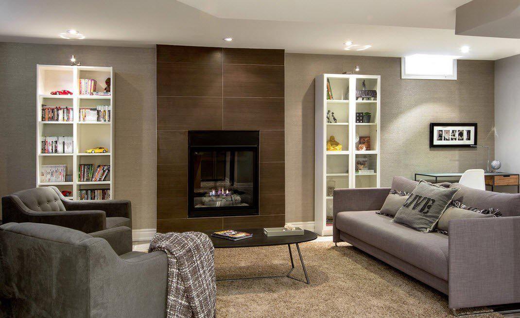 Серо-коричневая гостиная в стиле модерн с камином