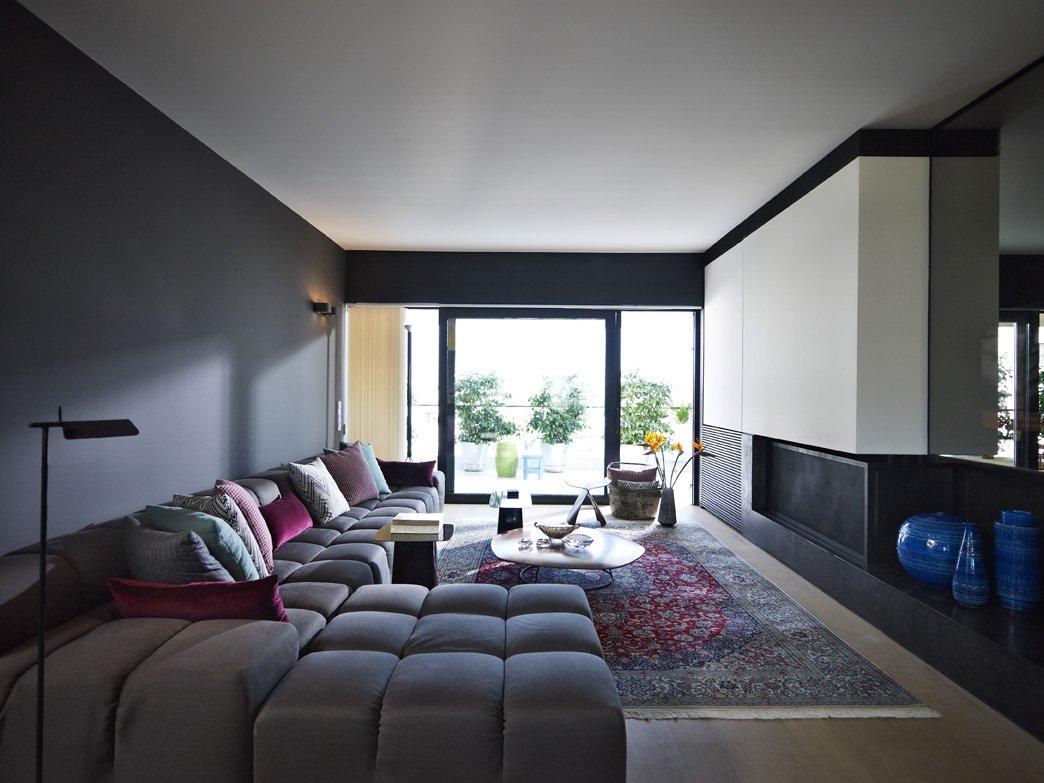 Гостиная в стиле модерн с большим угловым диваном