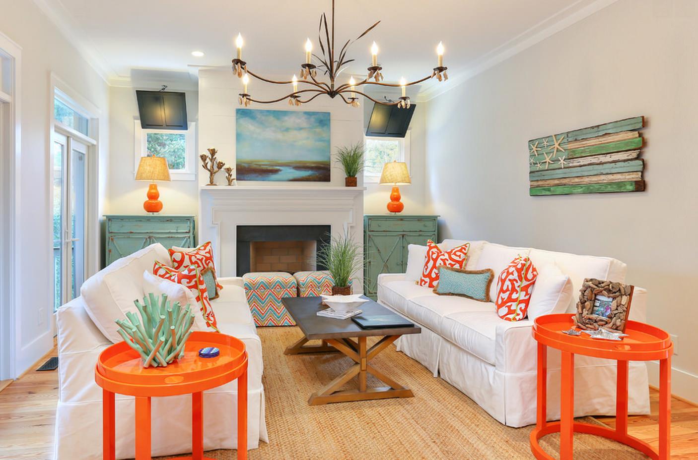 Оранжевый, белый и мятный цвета в интерьере гостиной