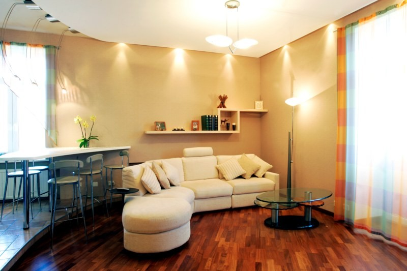 Правильное расположение светильников в гостиной