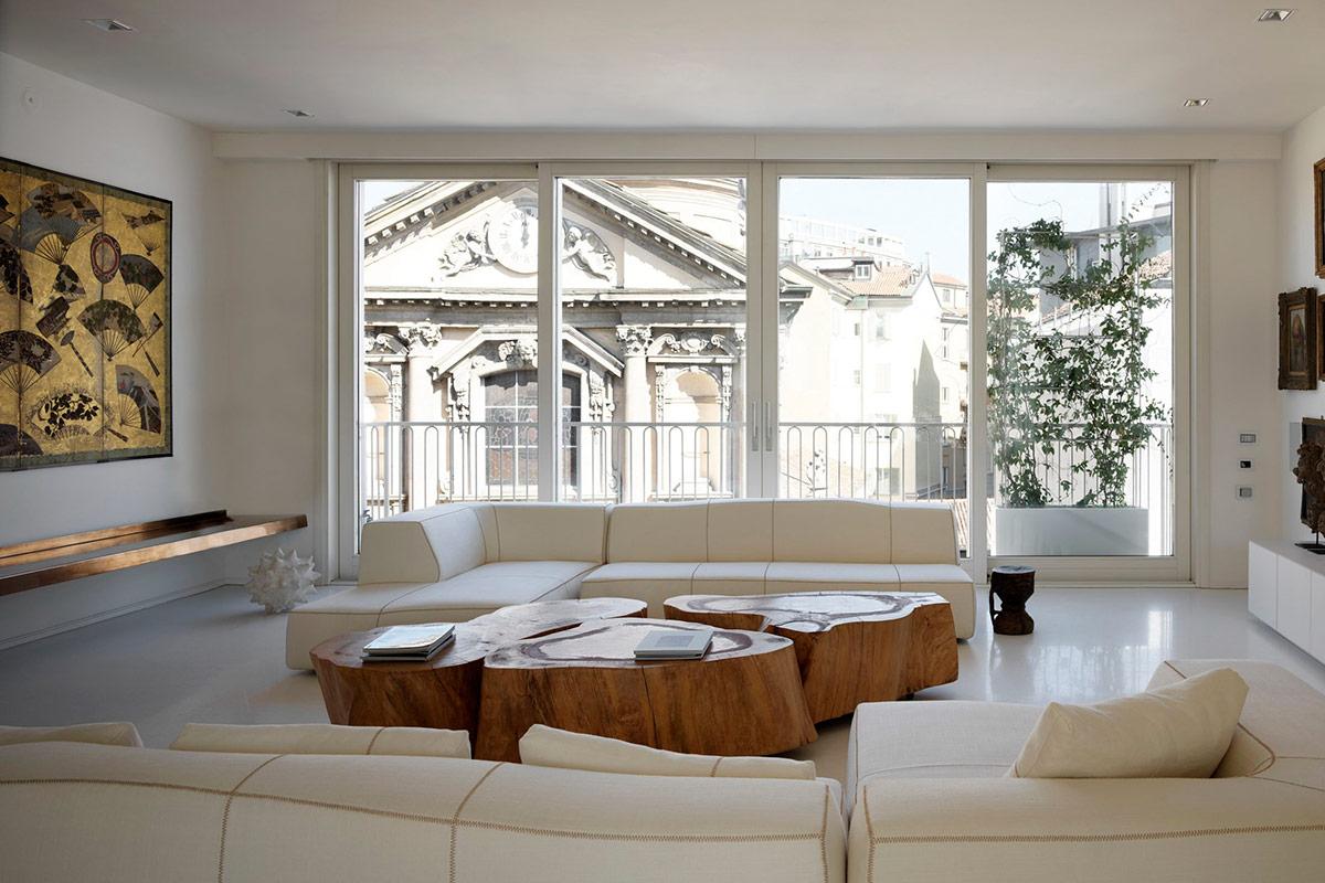 Современная светлая гостиная с деревянным столом