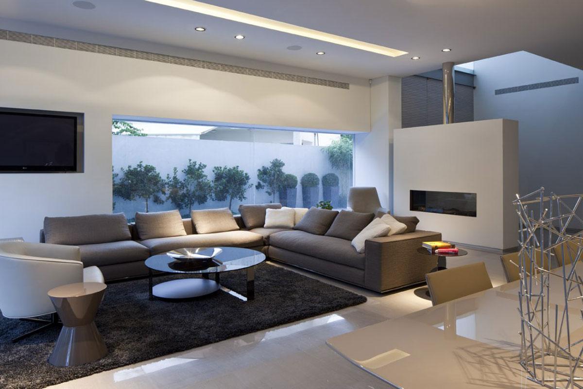 Белые стены в современной гостиной