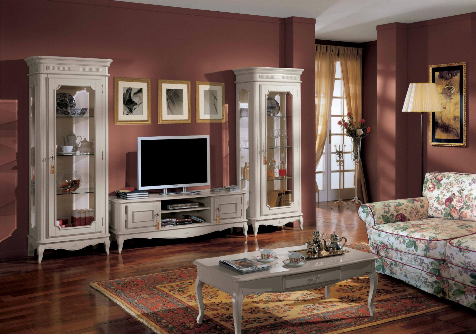 Бордово-белая гостиная в классическом стиле