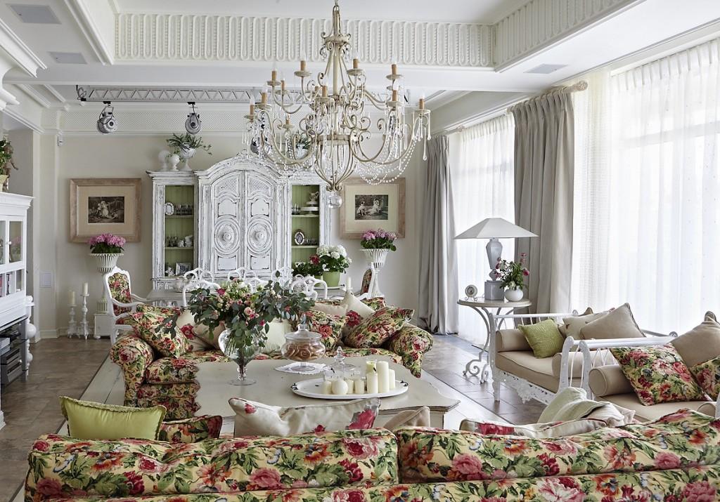 Цветочные принты в гостиной в стиле прованс