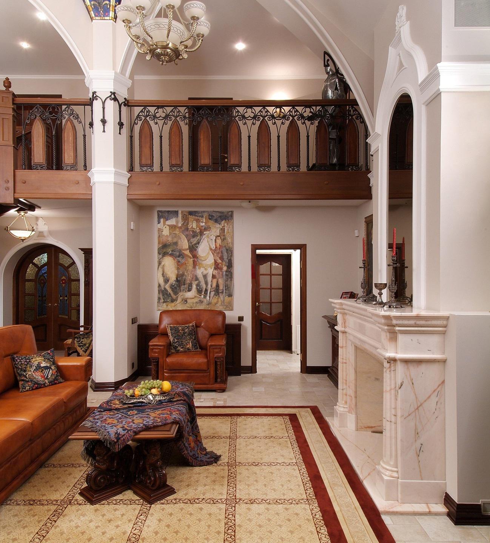 Гостиная с камином и зеркалом в готическом стиле