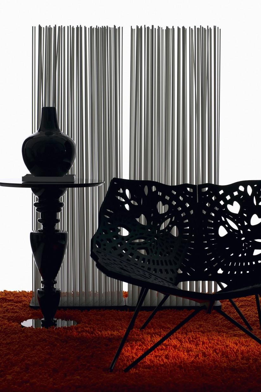 Кресло и декор в готическом стиле