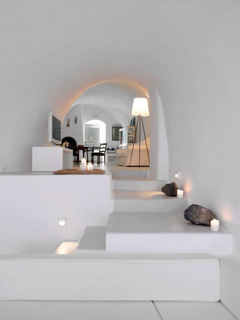 Арочный потолок в доме в греческом стиле