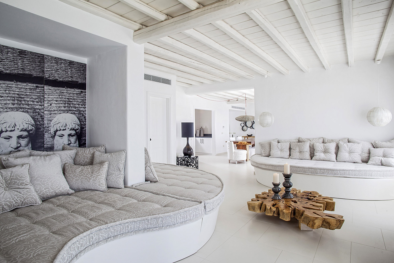 Большая гостиная в греческом стиле