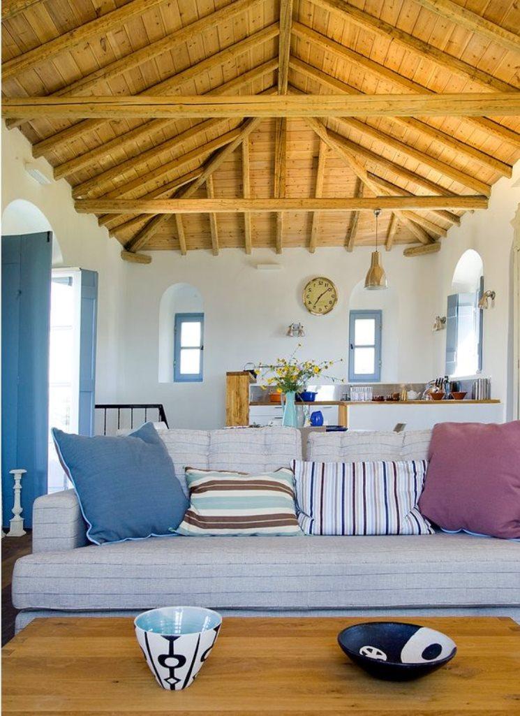 Уютный небольшой дом в греческом стиле
