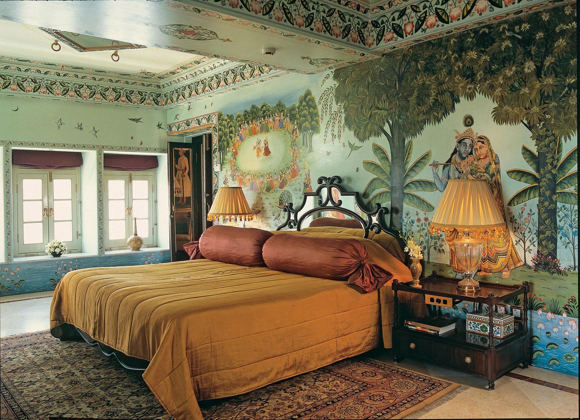 Большая спальня в индийском стиле
