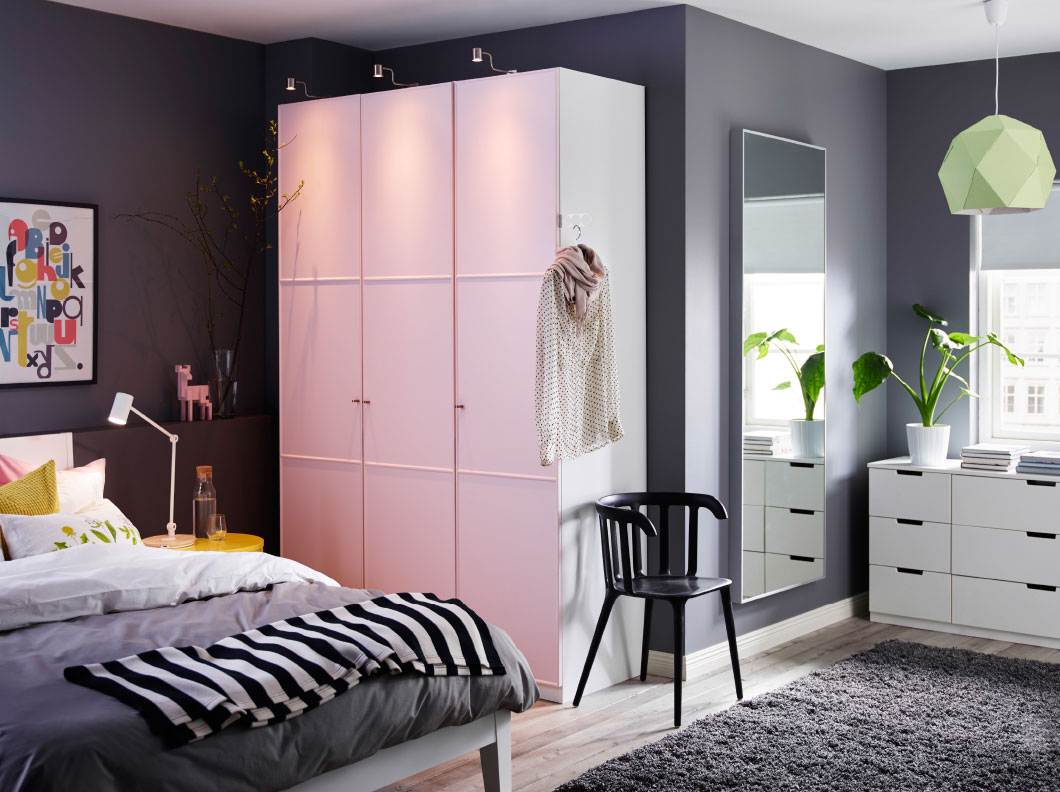 Интерьер спальни с рабочим кабинетом