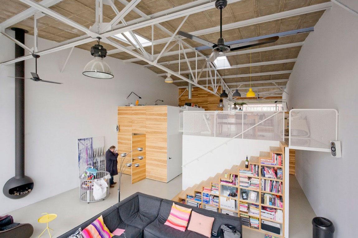 Необычная светлая двухуровневая квартира