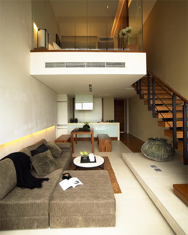 Небольшая современная двухуровневая квартира