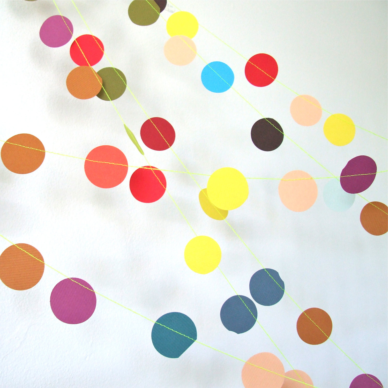 Гирлянды из нитки и цветных кружков
