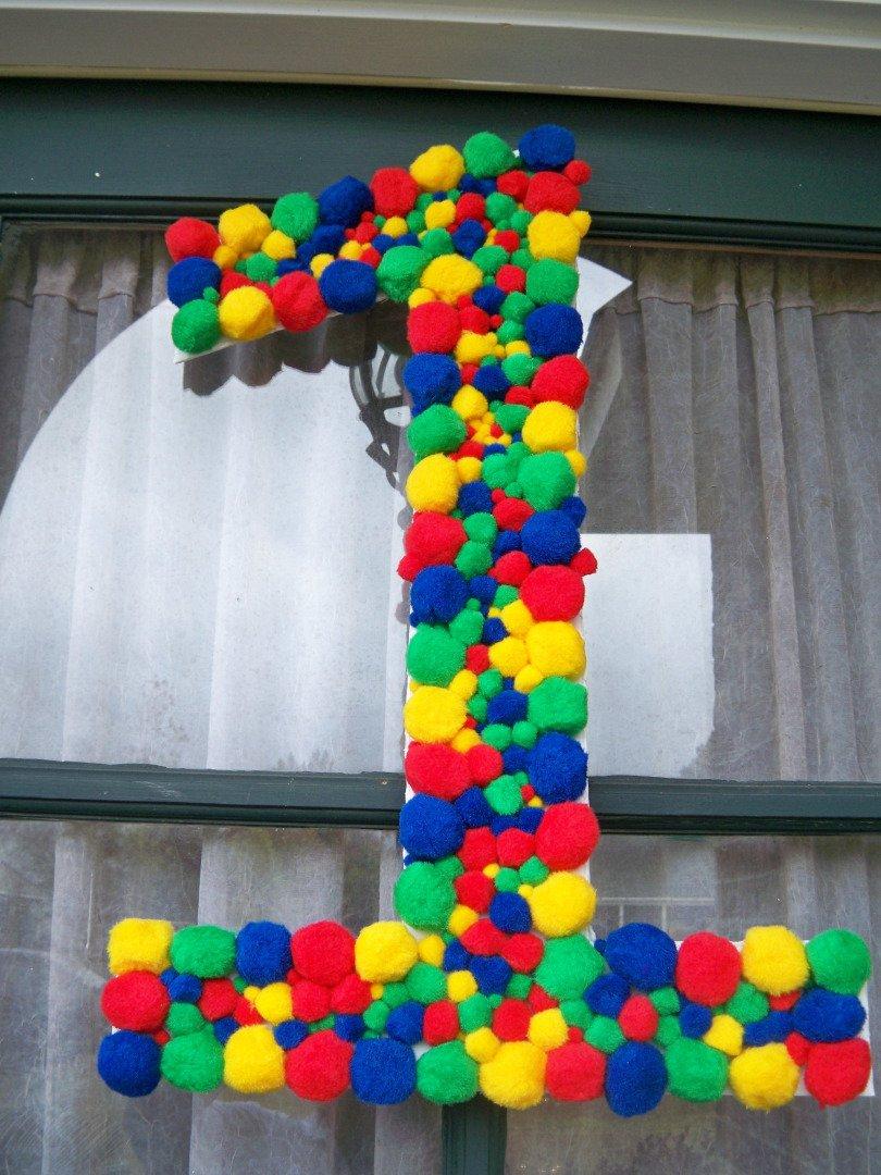 Цифра из помпонов на день рождения
