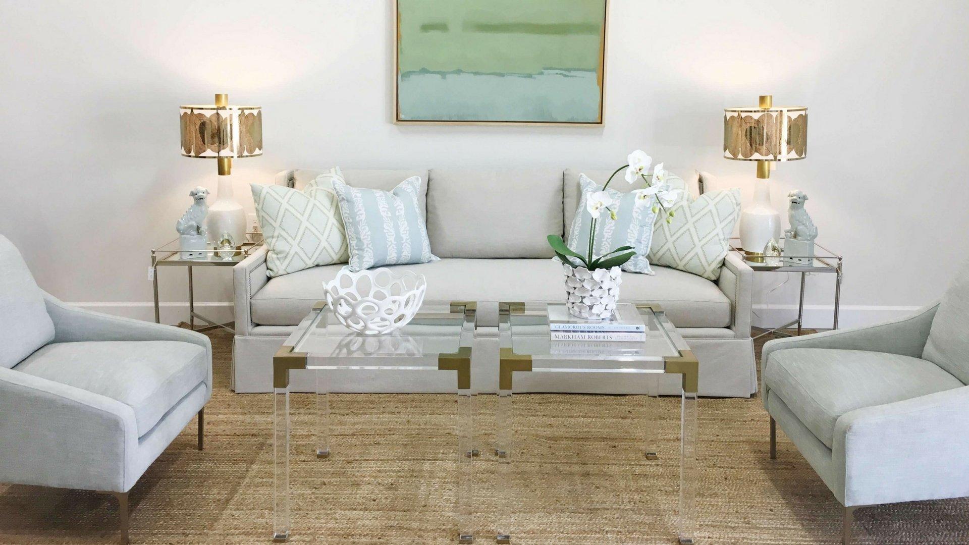 Оливковая картина в гостиной