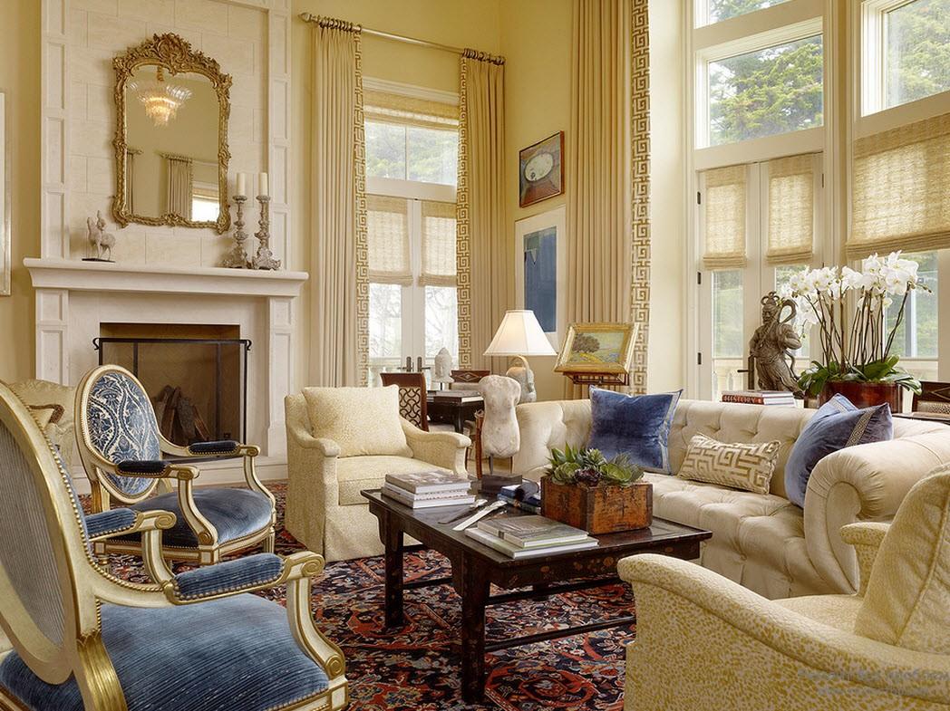 Греческий стиль в интерьере гостиной с камином