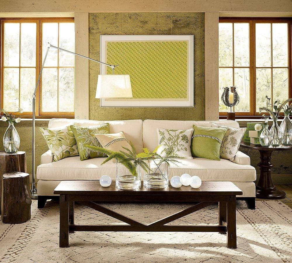 Кремово-зеленые стены в гостиной в колониальном стиле