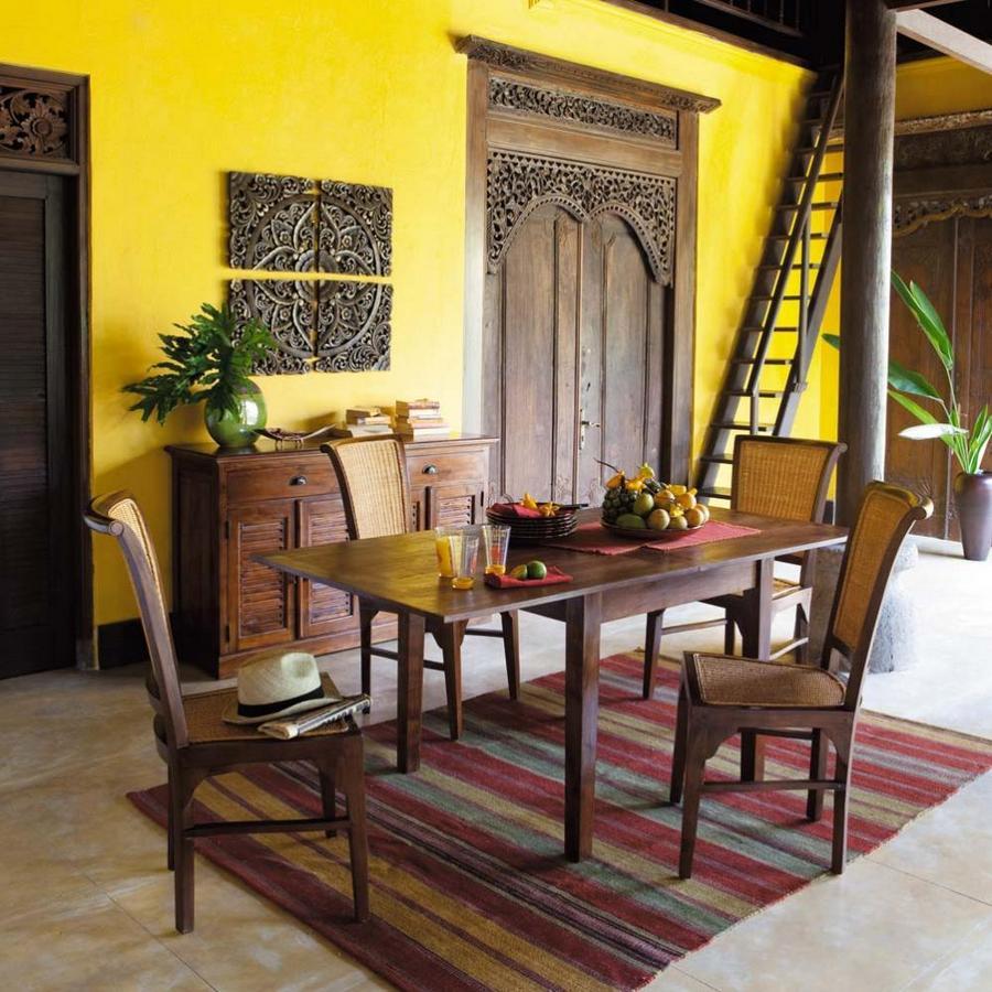 Желтые стены на террасе в колониальном стиле