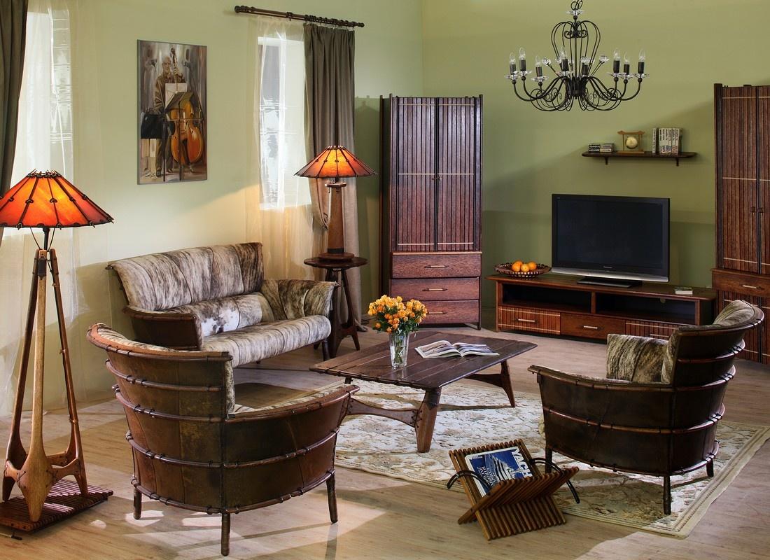 Гостиная с оливковыми стенами в колониальном стиле