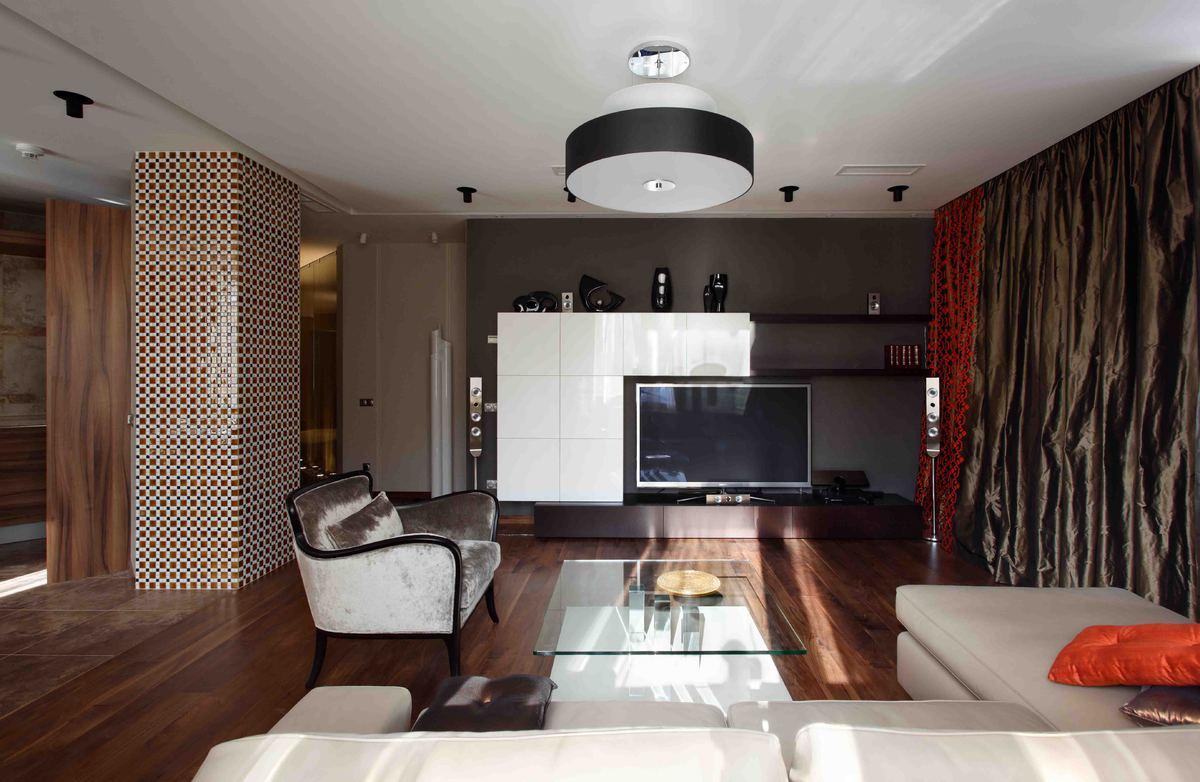 Колонна, отделанная плиткой в интерьере в стиле модерн
