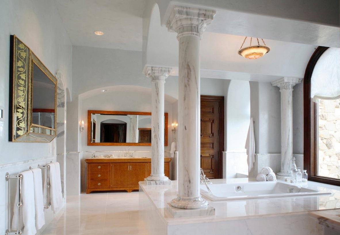 Каменные колонны в ванной комнате
