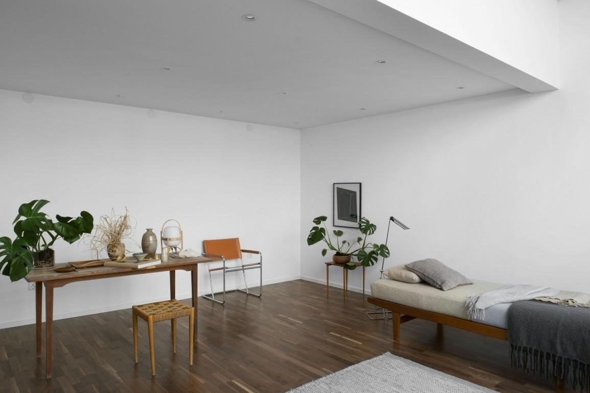 Минимум мебели в комнате в стиле конструктивизм