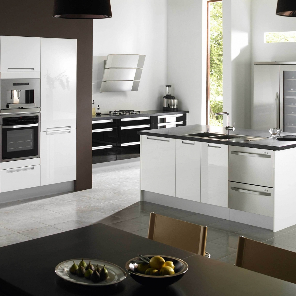 Разделение пространства в кухне-столовой в стиле конструктивизм
