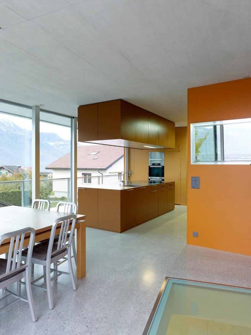 Коричнево-оранжевая кухня в стиле конструктивизм