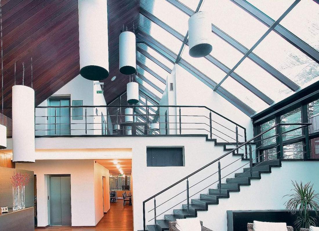 Двухэтажное здание в стиле конструктивизм