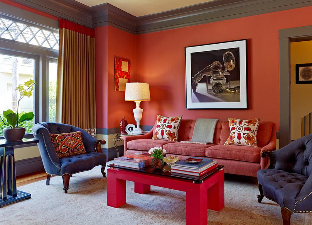 Темно-коралловый цвет в интерьере гостиной